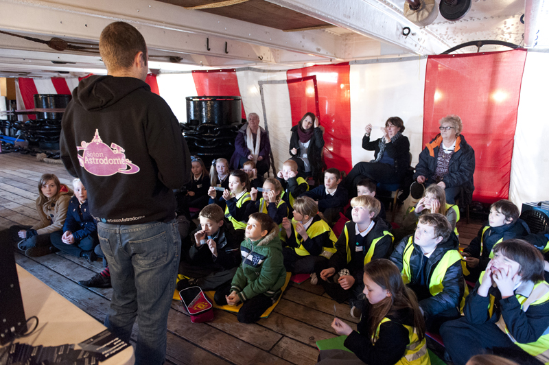 Investigating spectra at Stargazing for Schools 2014. Credit: Martin Lewis