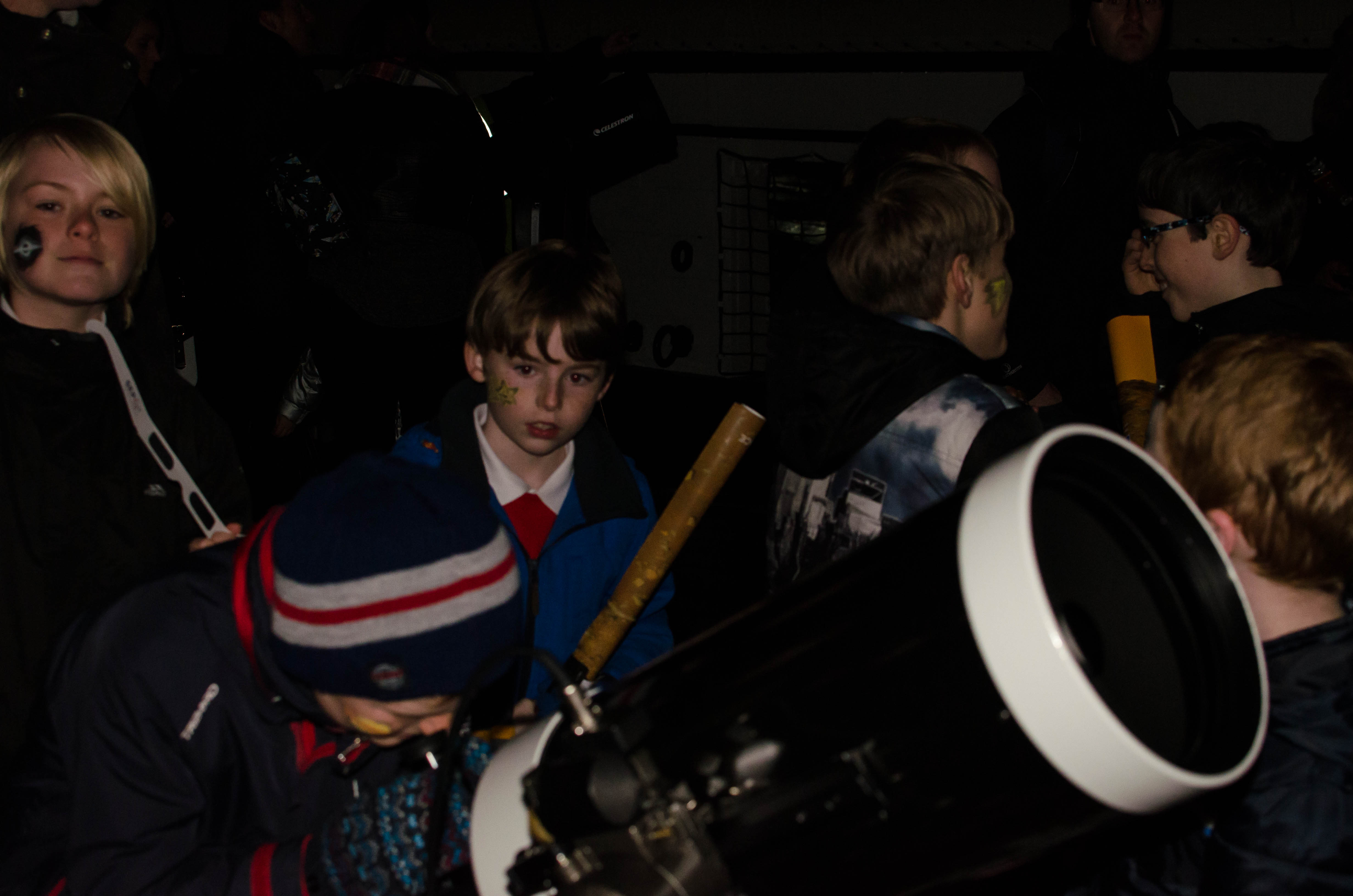 Looking through a telescope at Stargazing Live 2015. Credit: Dario Scovacricchi